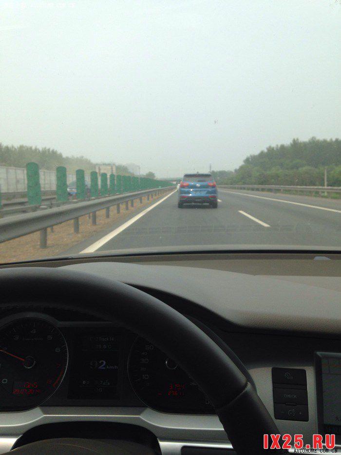 Hyundai Creta разгоняется на трассе